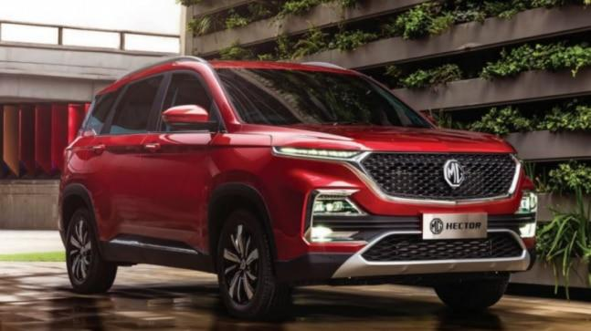 New MG Hector gets the in-vogue split headlamp setup with LED DRLs placed high up and the bumper housing the main headlamps and fog lamps. The high-set bonnet and flat nose give it an imposing look akin to North American pick-up trucks.