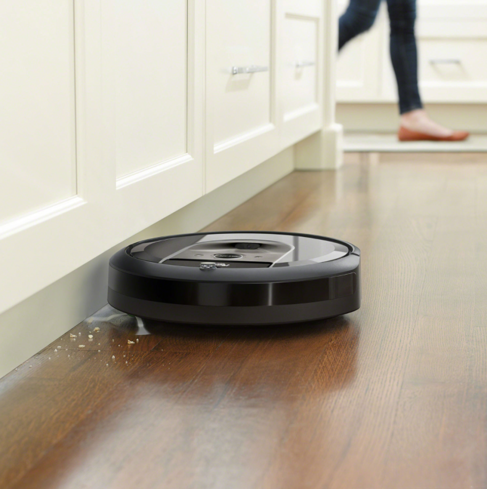 iRobot Roomba i8+ Robot Vacuum (Photo via Best Buy Canada)