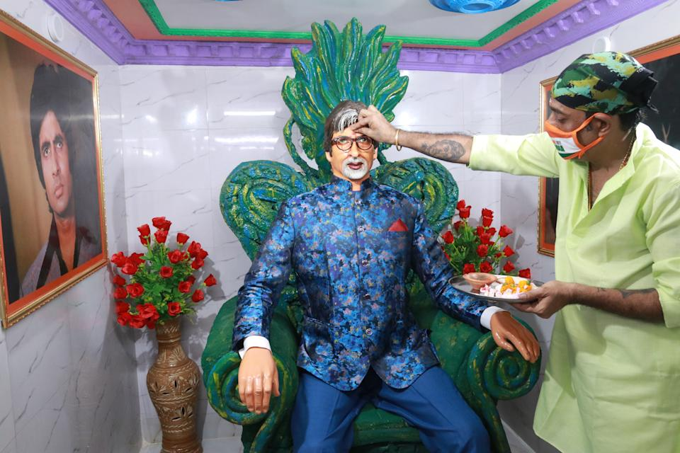 Fans of Bollywood superstar Amitabh Bachchan and a priest performs special rituals and prayers for his recovery as he tested positive for COVID-19, in Kolkata ,India on July 12, 2020. Bollywood megastar Amitabh Bachchan, 77, tested positive for COVID-19 on July 11 and was admitted to hospital in Mumbai, with his actor son Abhishek -- who also announced he had the virus -- saying both cases were mild. (Photo by Debajyoti Chakraborty/NurPhoto via Getty Images)