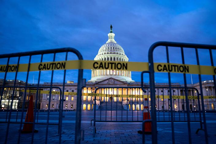 The U.S. Capitol on the first morning of a partial government shutdown in Washington, D.C., Dec. 22, 2018. (Photo: Jim Lo Scalzo/EPA-EFE/REX/Shutterstock)