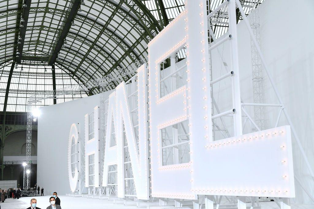 <p>Harking back to the golden age of cinema, Chanel recreated the Hollywood sign in the Grand Palais. </p>