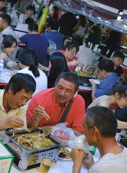 """<p>This is as close to mainland China as it gets in Singapore.</p> <p>The post <a rel=""""nofollow"""" rel=""""nofollow"""" href=""""http://ricemedia.co/culture-people-sunday-7-pm-singapores-mini-chongqing-underrated-part-chinatown/"""">Sunday 7 PM at Singapore's Mini Chongqing, The Most Underrated Part of Chinatown</a> appeared first on <a rel=""""nofollow"""" rel=""""nofollow"""" href=""""http://ricemedia.co"""">RICE</a>.</p>"""