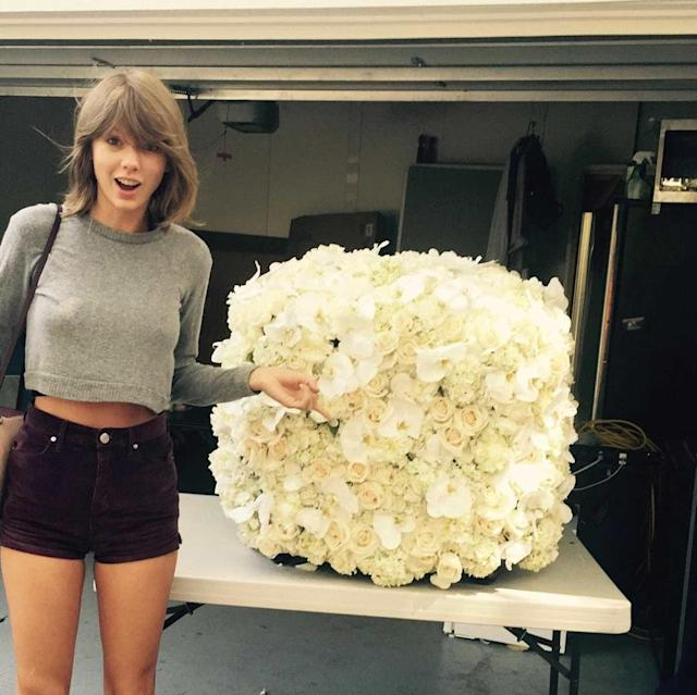 Taylor Swift loves bouquets. (Photo: Instagram/Taylor Swift)