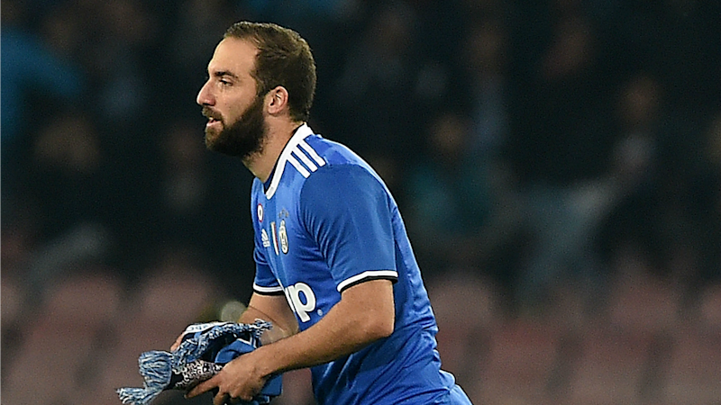 Napoli fan invades pitch to confront Higuain during Juventus clash