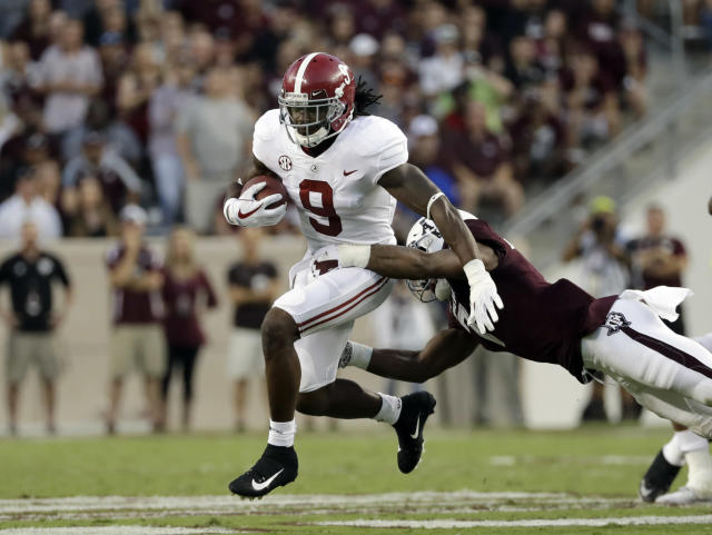 Alabama running back Bo Scarbrough rushes for a gain as Texas A&M linebacker Buddy Johnson reaches to tackle him. (AP Photo)