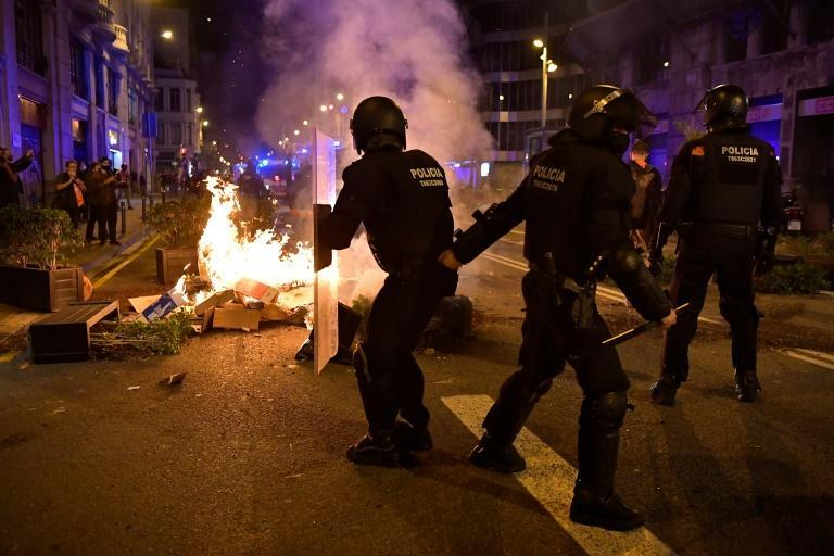 Clashes broke out in central Barcelona after hundreds gathered to demonstrate against new coronavirus restrictions