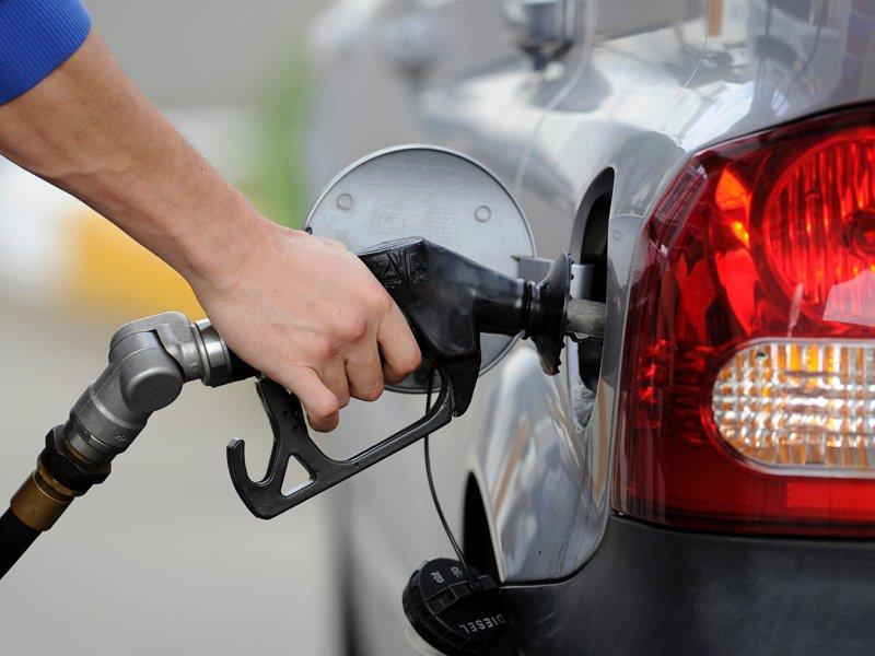 Cheaper fuel before long weekend: Commsec