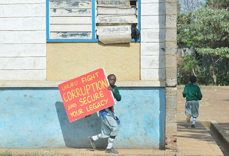 Children from the Lang'ata Road primary school flee tear gas on January 19, 2015 in Nairobi after breaking down a wall illegally erected around it (AFP Photo/Tony Karumba)