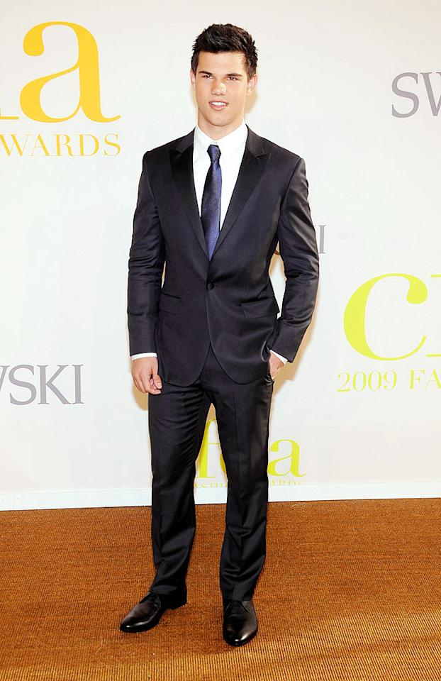 """Twilight"" hunk Taylor Lautner covered up his buff bod in this dapper suit. Jamie McCarthy/<a href=""http://www.wireimage.com"" target=""new"">WireImage.com</a> - June 15, 2009"
