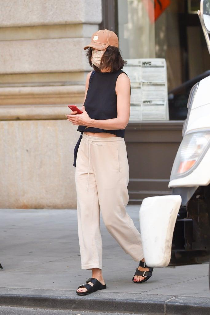 NEW YORK, NY – JUNE 29: Katie Holmes is seen walking in SoHo on June 29, 2021 in New York City. (Photo by Raymond Hall/GC Images)