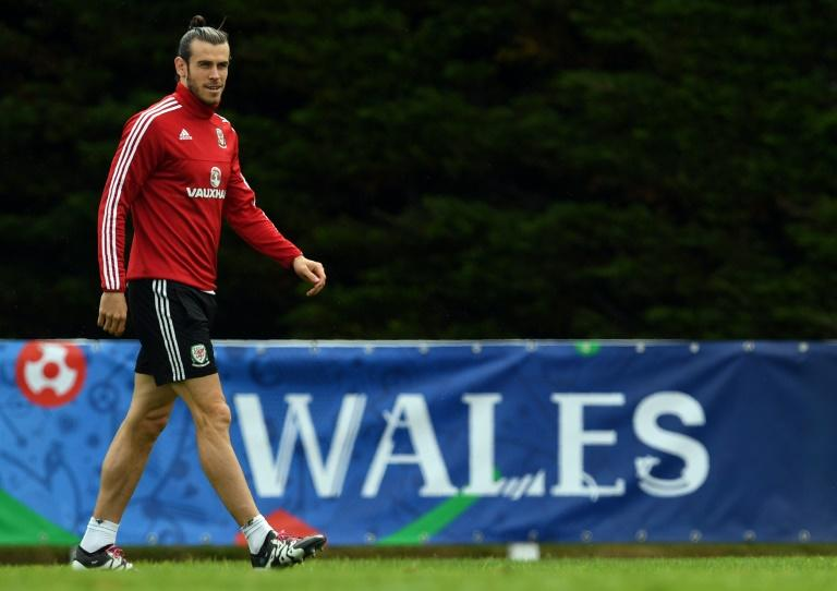 Wales' forward Gareth Bale takes part in a training session in Dinard, on July 4, 2016, during the Euro 2016 tournament