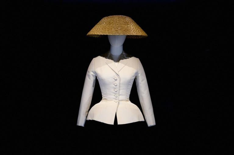 """Christian Dior's 'bar jacket"""" on display at the """"Designer of Dreams"""" exhibition at the Brooklyn Museum in New York, on September 7, 2021 (AFP/Angela Weiss)"""