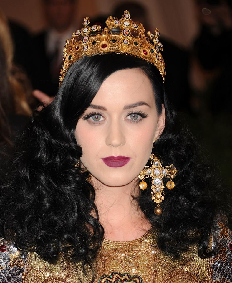 <p>Katy topped her big, brushed-out curls with a gilded crown, looking like a bonafide royal in our book.</p>