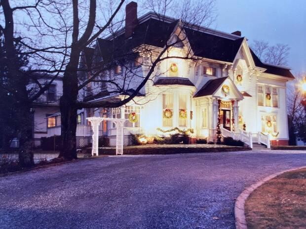 Rothesay's historic Shadow Lawn Inn in Rothesay has been sold for an undisclosed amount. The new owners will take over in April. (Submitted by Jamie Gallagher - image credit)