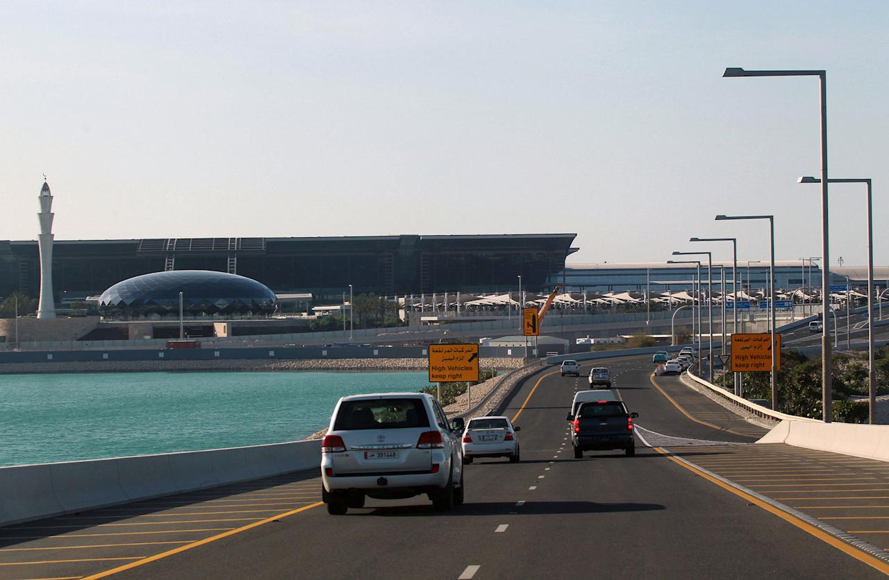 <p>Cars drive on a road leading to Hamad International Airport in Doha, Qatar June 5, 2017. (Photo: Stringer/Reuters) </p>