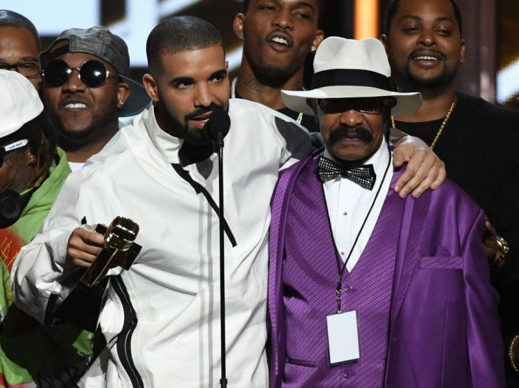 LAS VEGAS, NV – MAY 21: Recording artist Drake (L) accepts the Top Artist award with his father Dennis Graham during the 2017 Billboard Music Awards at T-Mobile Arena on May 21, 2017 in Las Vegas, Nevada. (Photo by Ethan Miller/Getty Images)