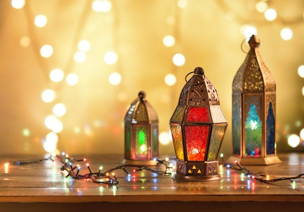 """Ramadan, the most sacred month of the Islamic calendar, is observed annually by a majority of the world's <a href=""""https://www.pewforum.org/2017/04/05/the-changing-global-religious-landscape/#global-population-projections-2015-to-2060"""" target=""""_blank"""">1.8 billion Muslims</a>. And not only is the holy month marked by strict fasting from sunrise to sunset, it's also a time for prayer, reflection, introspection, and charitable acts. Though the month of Ramadan is marked by full days of fasting—yes, that includes water—it's a joyous occasion for celebrating and re-connecting with God for those who adhere to the Islamic faith. Curious how exactly Muslims spend the month of Ramadan? Keep reading to discover some of the ways Ramadan is celebrated.      <div class=""""number-head-mod number-head-mod-standalone"""">         <h2 class=""""header-mod"""">                     <div class=""""number"""">1</div>             <div class=""""title"""">You don't eat or drink anything from sunrise to sunset.</div>                     </h2>     </div>"""