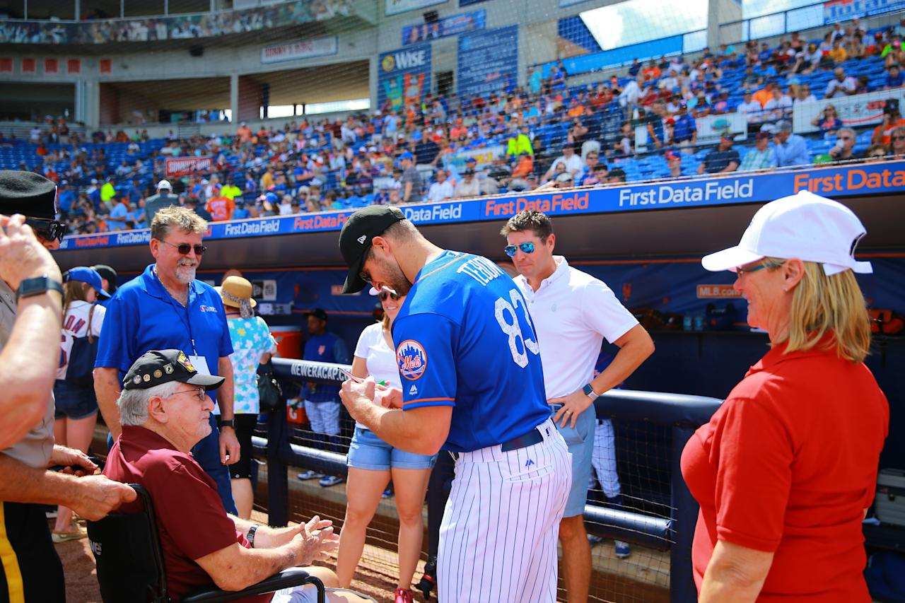 <p>New York Mets player Tim Tebow signs for a veteran to be honored before a baseball game against the Atlanta Braves at First Data Field in Port St. Lucie, Fla., Feb. 23, 2018. (Photo: Gordon Donovan/Yahoo News) </p>