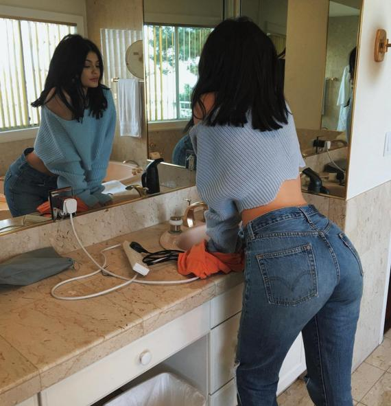 Butt Hugging Jeans 112