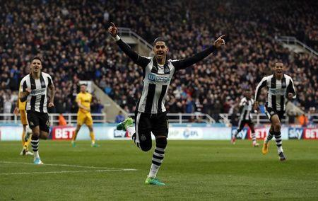 Britain Football Soccer - Newcastle United v Preston North End - Sky Bet Championship - St James' Park - 24/4/17 Newcastle's Ayoze Perez celebrates scoring their first goal Mandatory Credit: Action Images / Lee Smith Livepic
