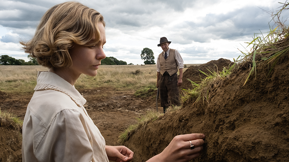 Basil Brown (Ralph Fiennes) and Edith's Pretty's (Carey Mulligan) in The Dig