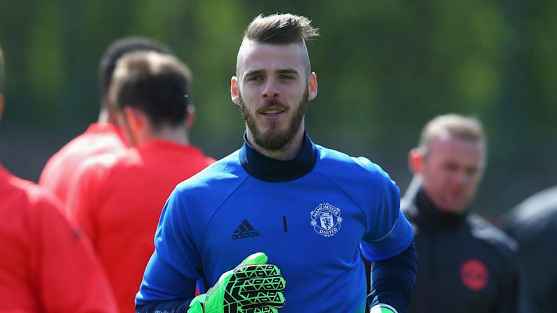 Herrera wants De Gea to reject Real Madrid and become a Man Utd legend