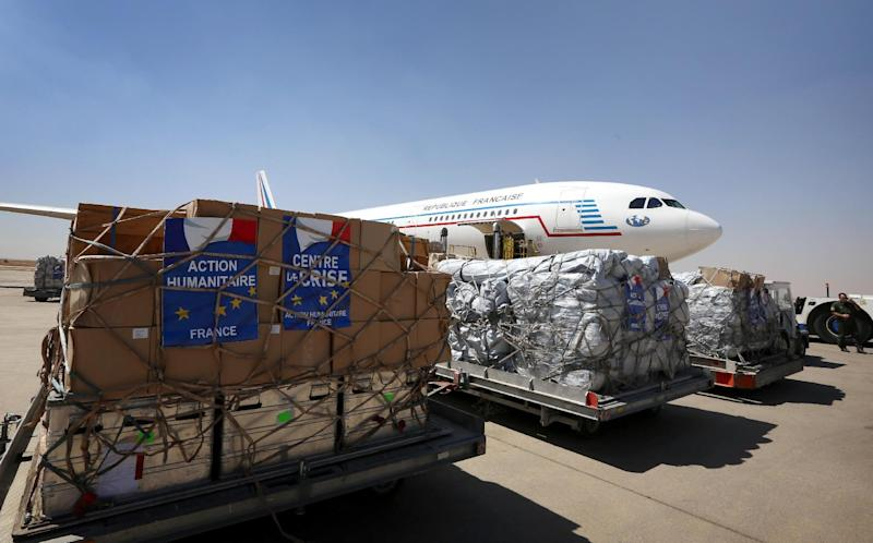 Humanitarian aid is off loaded from a plane at the airport in Arbil, in the autonomous Kurdish region of northern Iraq, on August 10, 2014 (AFP Photo/Safin Hamed)