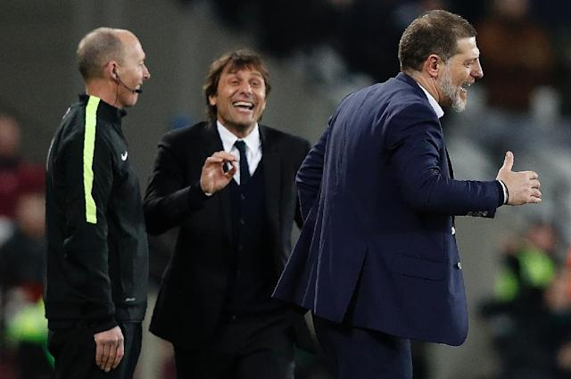 Chelsea's head coach Antonio Conte (L) and West Ham United's manager Slaven Bilic on the touchline on March 6, 2017 (AFP Photo/Adrian DENNIS)
