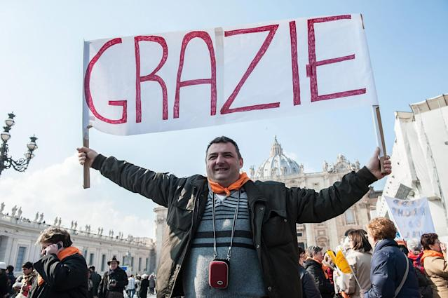 VATICAN CITY, VATICAN - FEBRUARY 17: A faithful holds a banner reading 'thank you' as he attends Pope Benedict XVI Angelus Blessing at St. Peter's Square on February 17, 2013 in Vatican City, Vatican. The Pontiff will hold his last weekly public audience on February 27 at St Peter's Square after announcing his resignation last week. (Photo by Giorgio Cosulich/Getty Images)