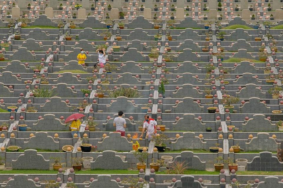 Chinese families visit the graves of their relatives during the Qing Ming festival to clean tombstones and burn offerings in Klang April 4, 2021. — Picture by Firdaus Latif