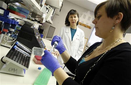 Director of the Cardiovascular Research Institute Dr. Elizabeth McNally (L) looks on as Megan Puckelwartz prepares DNA from human patients at the University of Chicago in Chicago, March 4, 2014. Picture taken March 4, 2014. REUTERS/Jim Young