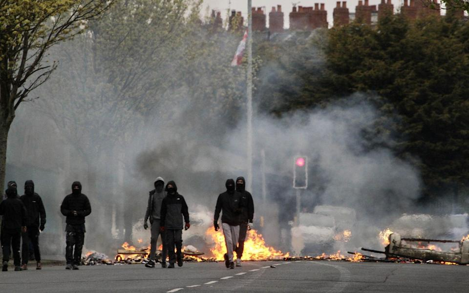 Loyalists burn bins and furniture during a protest on Lanark Way, near the 'Peace Gate' in Belfast - Conor Mccaughley/Anadolu Agency