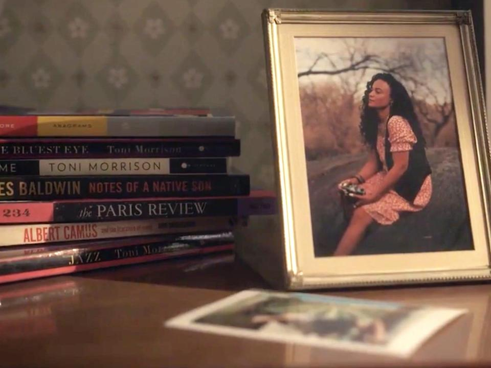 """A stack of books and a framed photo of a woman on a table in """"Gossip Girl."""""""