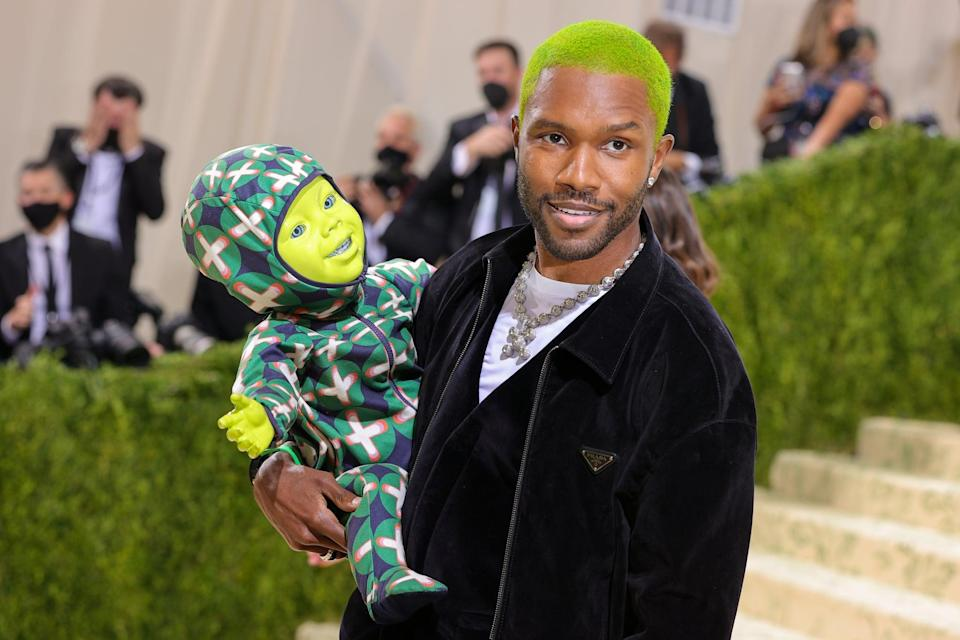 <ul> <li><strong>What to wear: </strong>While we loved Frank Ocean's green hair and black Prada outfit at the Met Gala, it was his robotic green baby that caught out attention. To copy this look, wear a casual black outfit and pick up a green baby at your local store. If you can't find one, paint it green! </li> </ul>