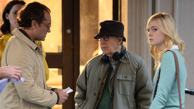 Woody Allen ensaya con Jude Law y Elle Fanning durante el rodaje de <em>A Rainy Day in New York </em>