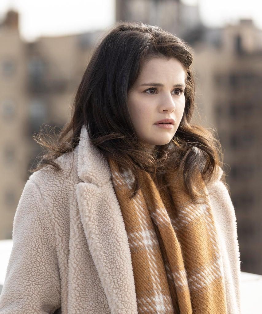 """Only Murders In The Building — """"True Crime"""" – Episode 101 — Upper West Side neighbors Charles, Oliver & Mabel bond over a shared love of true crime. When a fellow resident dies in their building, the trio determine to solve the mystery and record an accompanying podcast. Mabel (Selena Gomez), shown. (Photo by: Craig Blankenhorn/Hulu)"""