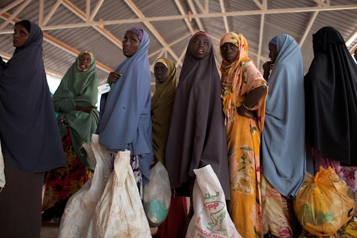 Somalian refugees displaced by drought wait for rations in Dadaab, Kenya, July 14, 2011. (Tyler Hicks/The New York Times)