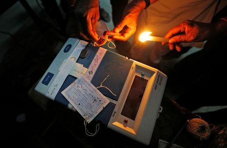 Polling officials seal an Electronic Voting Machine (EVM) at a polling station after the end of the last phase of the general election in Kolkata, India, May 19, 2019. REUTERS/Rupak De Chowdhuri