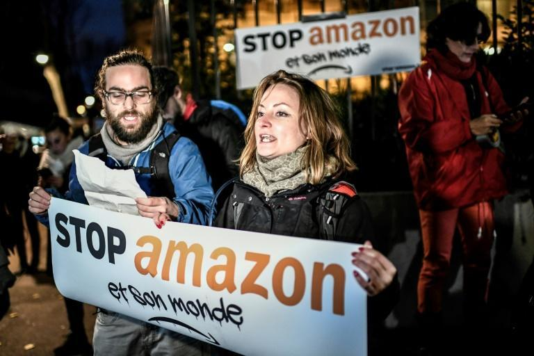 Manifestação contra a Amazon ao norte de Paris
