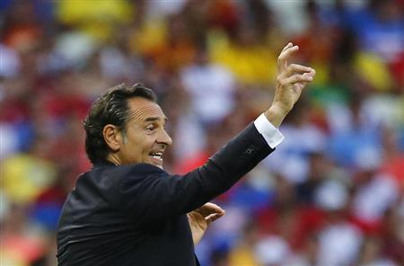 Italy's coach Prandelli gestures during their Confederations Cup semi-final soccer match against Spain at the Estadio Castelao in Fortaleza