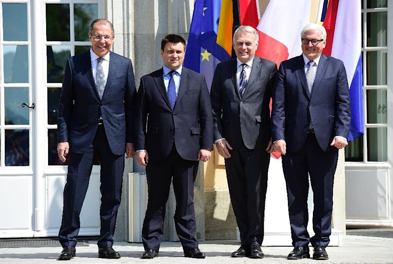 (L-R) Russian FM Sergey Lavrov, Ukrainian FM Pavlo Klimkin, French FM Jean-Marc Ayrault and German FM Frank-Walter Steinmeier pose for a picture prior to talks at the Villa Borsig guest house of the German Foreign Ministry in Berlin on May 11, 2016