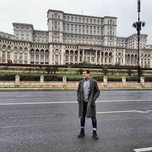 "<p><strong>Iker Casillas disfruta de Bucarest. </strong>El futbolista ha asistido al sorteo de la UEFA EURO 2020 y ha posado así de feliz ante el parlamento. </p><p><a href=""https://www.instagram.com/p/B5fJ3X5IQ6o/"">See the original post on Instagram</a></p><p><a href=""https://www.instagram.com/p/B5fJ3X5IQ6o/"">See the original post on Instagram</a></p><p><a href=""https://www.instagram.com/p/B5fJ3X5IQ6o/"">See the original post on Instagram</a></p><p><a href=""https://www.instagram.com/p/B5fJ3X5IQ6o/"">See the original post on Instagram</a></p><p><a href=""https://www.instagram.com/p/B5fJ3X5IQ6o/"">See the original post on Instagram</a></p><p><a href=""https://www.instagram.com/p/B5fJ3X5IQ6o/"">See the original post on Instagram</a></p><p><a href=""https://www.instagram.com/p/B5fJ3X5IQ6o/"">See the original post on Instagram</a></p>"