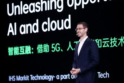 Tom Morrod, Executive Director of IHS Markit Delivering Keynote Speech (PRNewsfoto/OPPO)