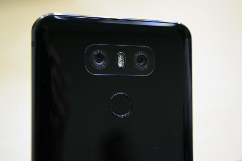LG G6 vs. iPhone 7 Plus: How does hot new Android compare ...
