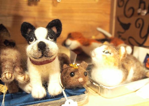 Wool felt animal dolls 3,500 yen for the one on the left, 850 yen for the one in the middle, 3,000 yen for the one on the right