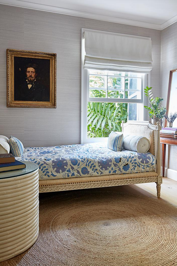 """<div class=""""caption""""> In the mini guest room, the <a href=""""https://www.olystudio.com/hamish-daybed-silver-wood-muslin-1.html"""" rel=""""nofollow noopener"""" target=""""_blank"""" data-ylk=""""slk:Oly Studio daybed"""" class=""""link rapid-noclick-resp"""">Oly Studio daybed</a> is covered with an antique suzani fabric. </div>"""