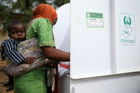 A voter fills in her ballot during Nigeria's governorship and state assembly election in Karu, Nigeria March 9, 2019. REUTERS/Afolabi Sotunde