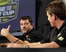 Tony Stewart and Carl Edwards traded jabs in the 2011 contenders' news conference