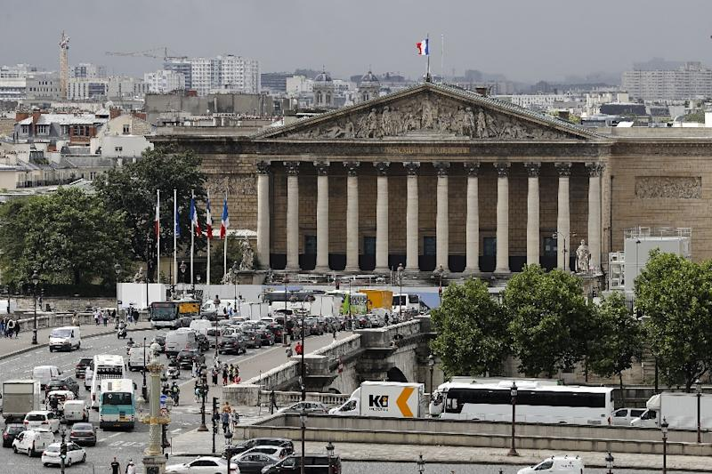 A largely symbolic ban on parents smacking their children has been passed in a vote at the French National Assembly