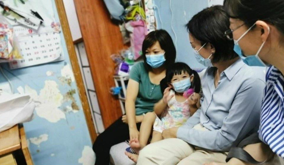 Lu Xinning visits residents in a subdivided flat in To Kwa Wan. Photo: Handout